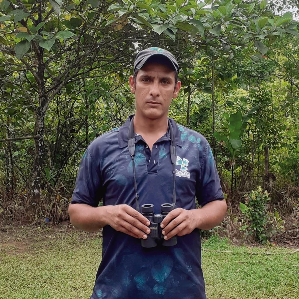 Juan Zapata, con su escudo de conservación defiende la Reserva